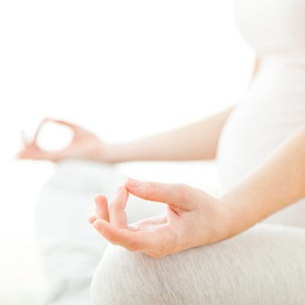 Meditating-Pregnant-Mother-Fotolia_80117617_L